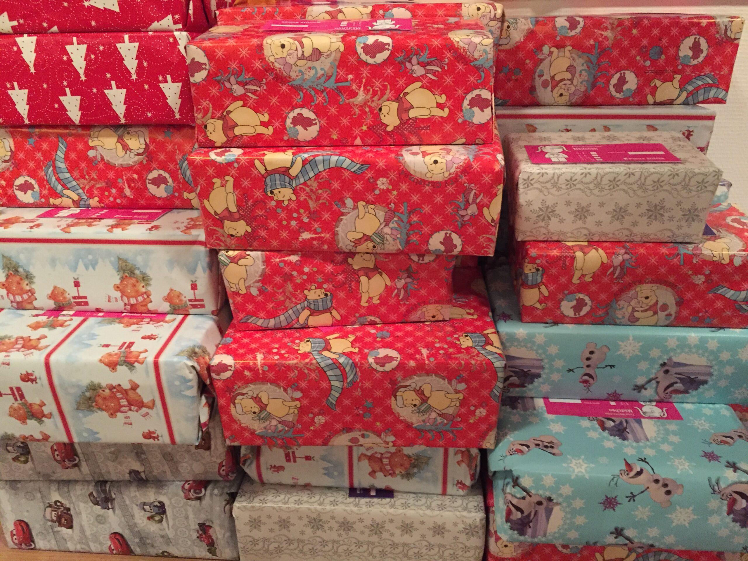 Engel verschenken Weihnachtspakete